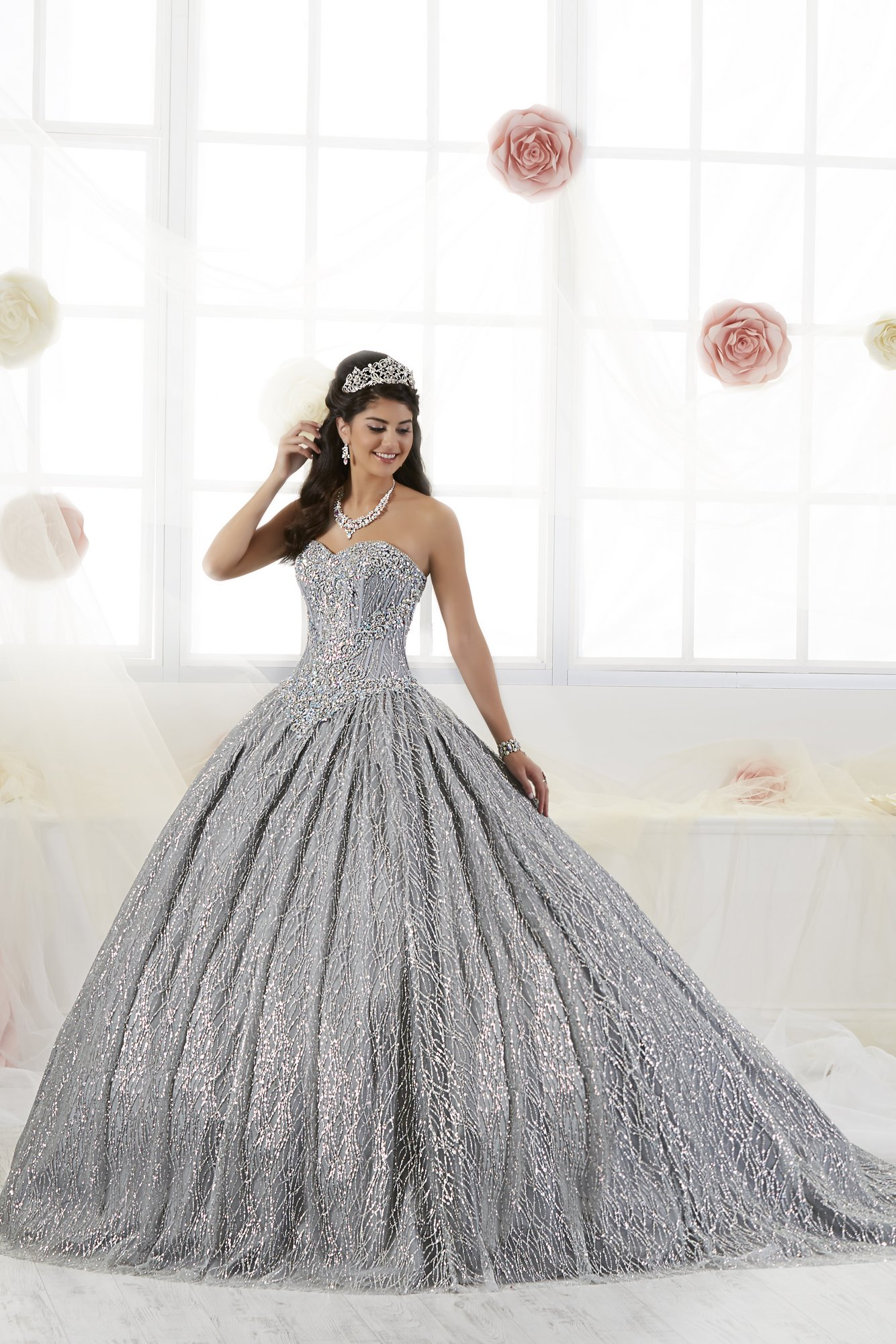 Vestido de Debutante Longo Quinceanera Collection 26896
